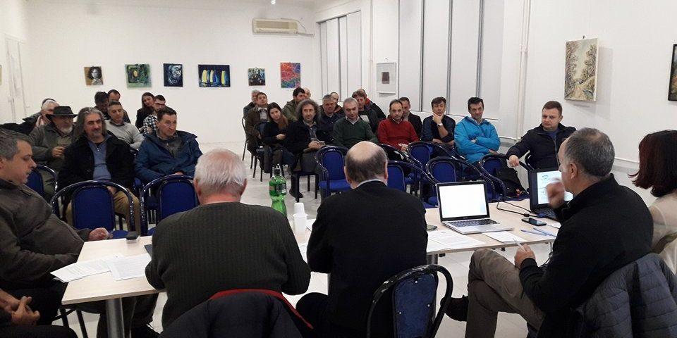 делегати-седат-во-сала-за-состаноци